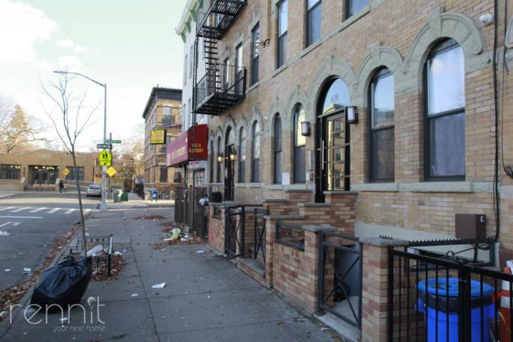638 Wilson Avenue, Apt 2R Image 7