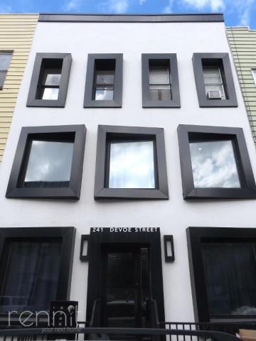 241 Devoe Street, Apt 2L Image 12