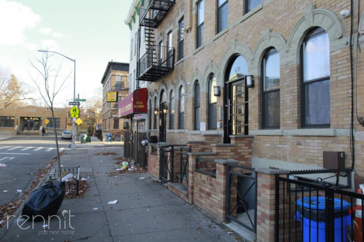 638 Wilson Avenue, Apt 1R Image 12
