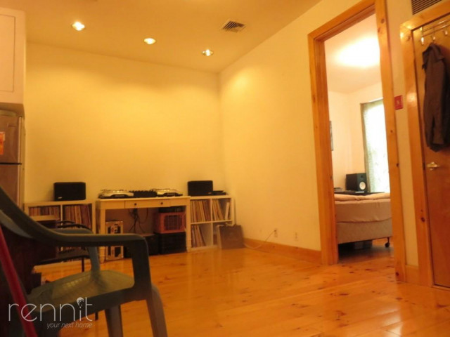 1056 Willoughby Ave, Apt 2F Image 4