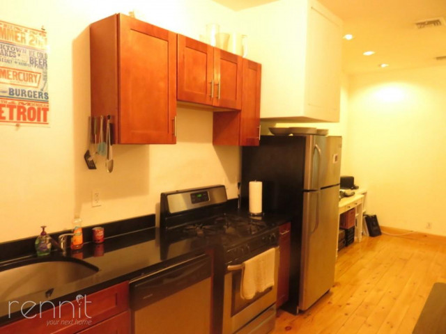 1056 Willoughby Ave, Apt 2F Image 7