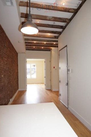 404 Seneca Avenue, Apt 305 Image 18