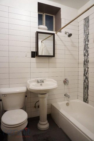 645 Willoughby Ave, Apt 4D Image 7