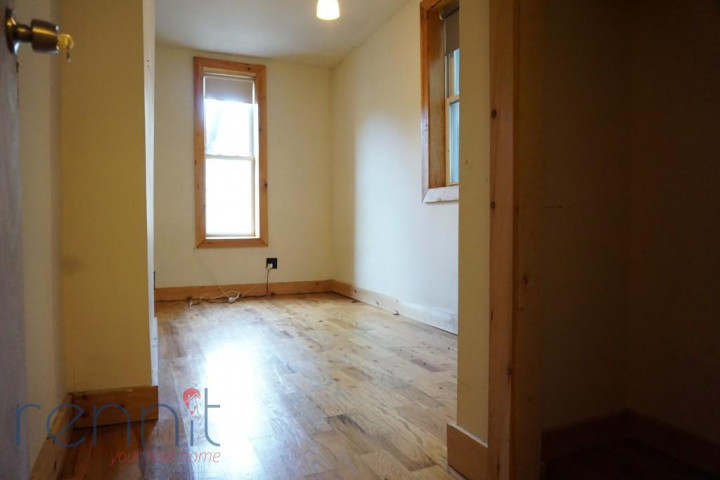 645 Willoughby Ave, Apt 4D Image 6