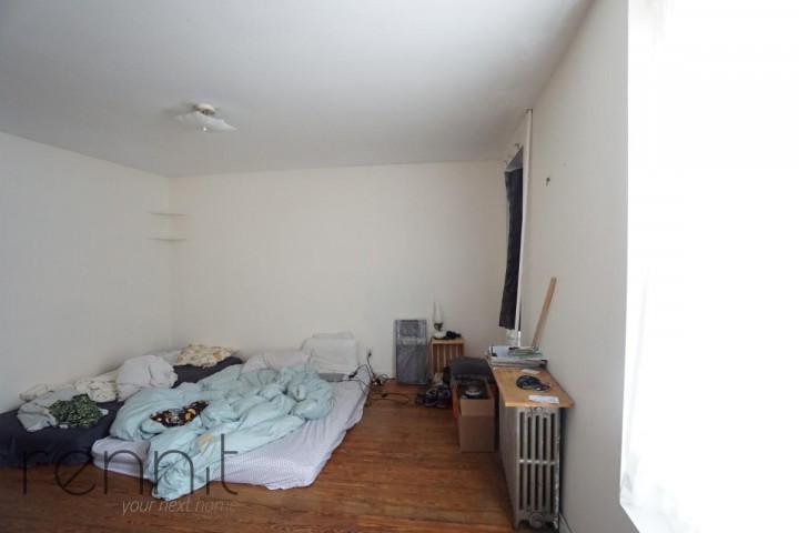 978 metropolitan Ave, Apt 1 Image 11