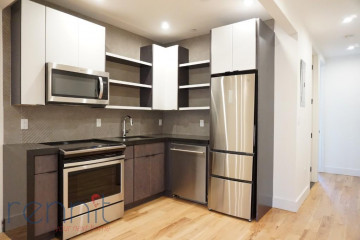 800                  KNICKERBOCKER AVE., Apt 3