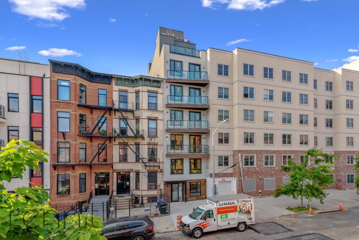 831 Monroe Street, Apt 3R Image 12