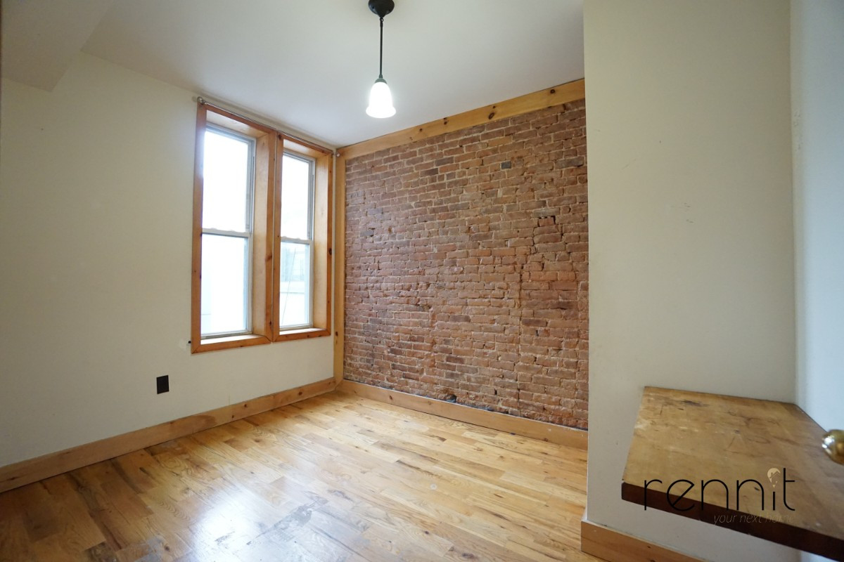645 Willoughby Ave, Apt 2 Image 4