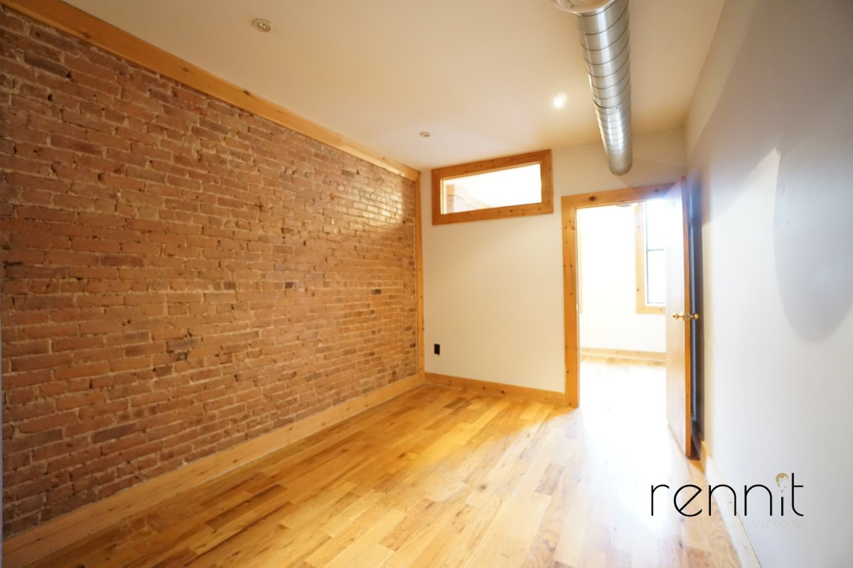 645 Willoughby Ave, Apt 2 Image 3