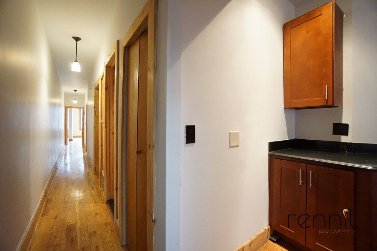 645 Willoughby Ave, Apt 6 Image 5