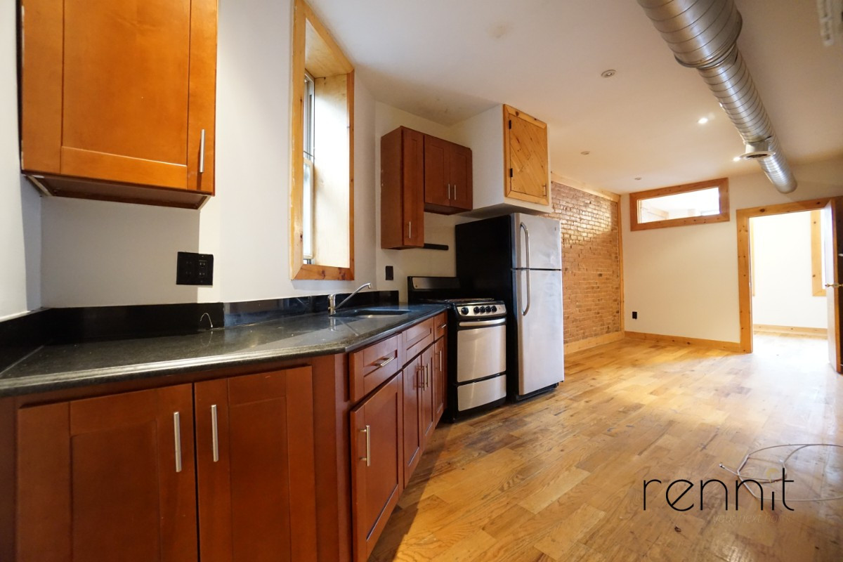 645 Willoughby Ave, Apt 6 Image 3