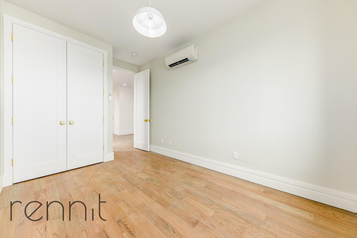 126 EAST 54TH STREET, Apt 4B Image 6