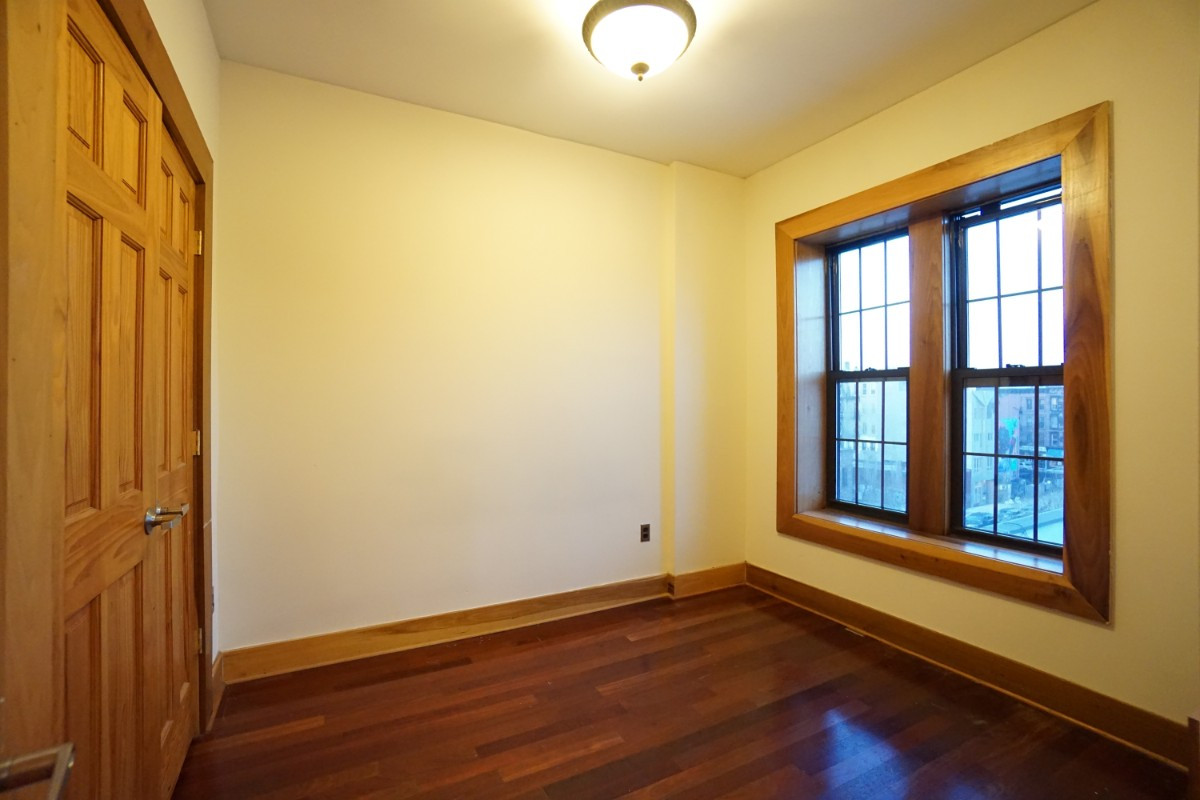 140A LEXINGTON AVE., Apt 18 Image 3
