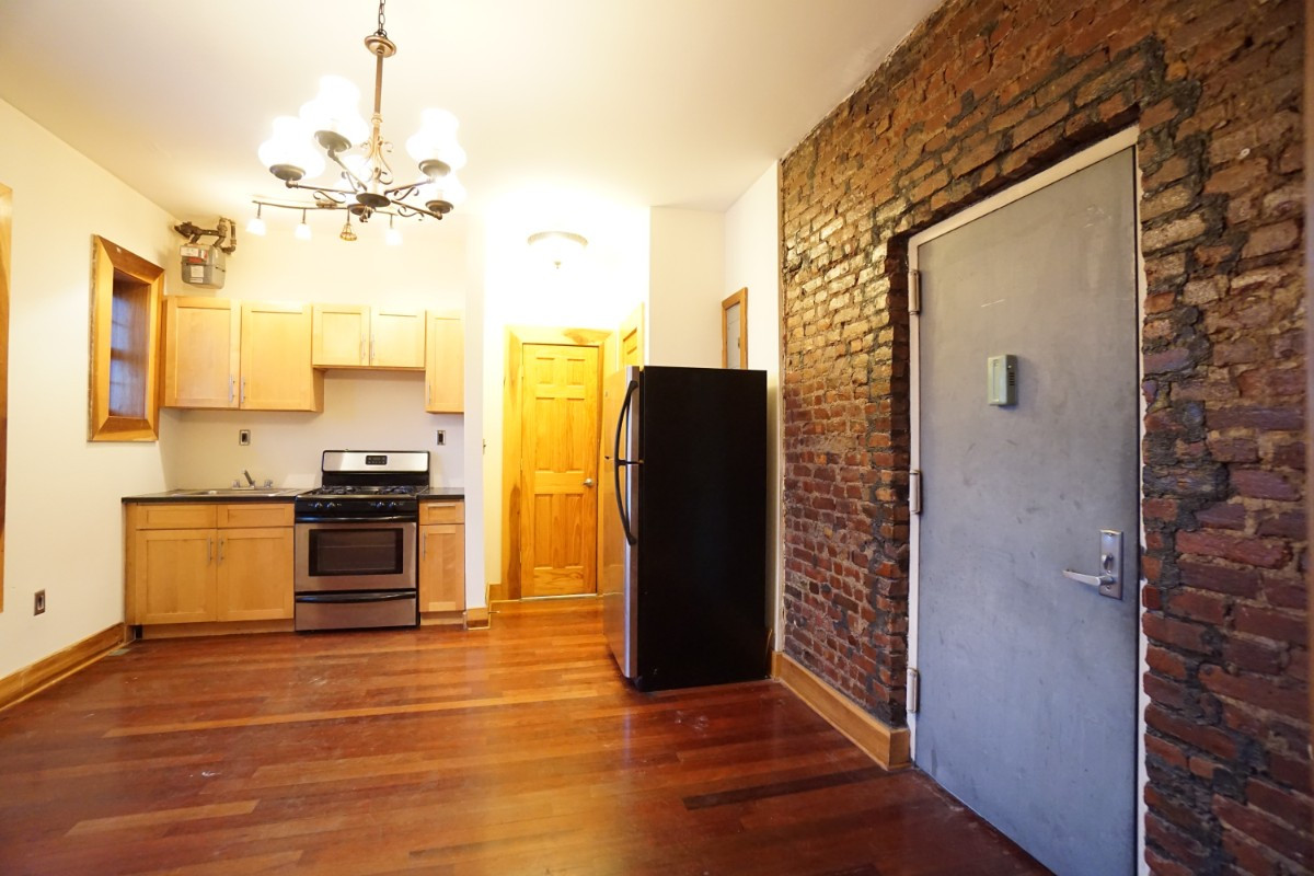140A LEXINGTON AVE., Apt 18 Image 4