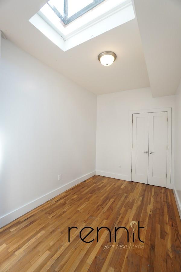 431 Quincy Street, Apt 3 Image 12
