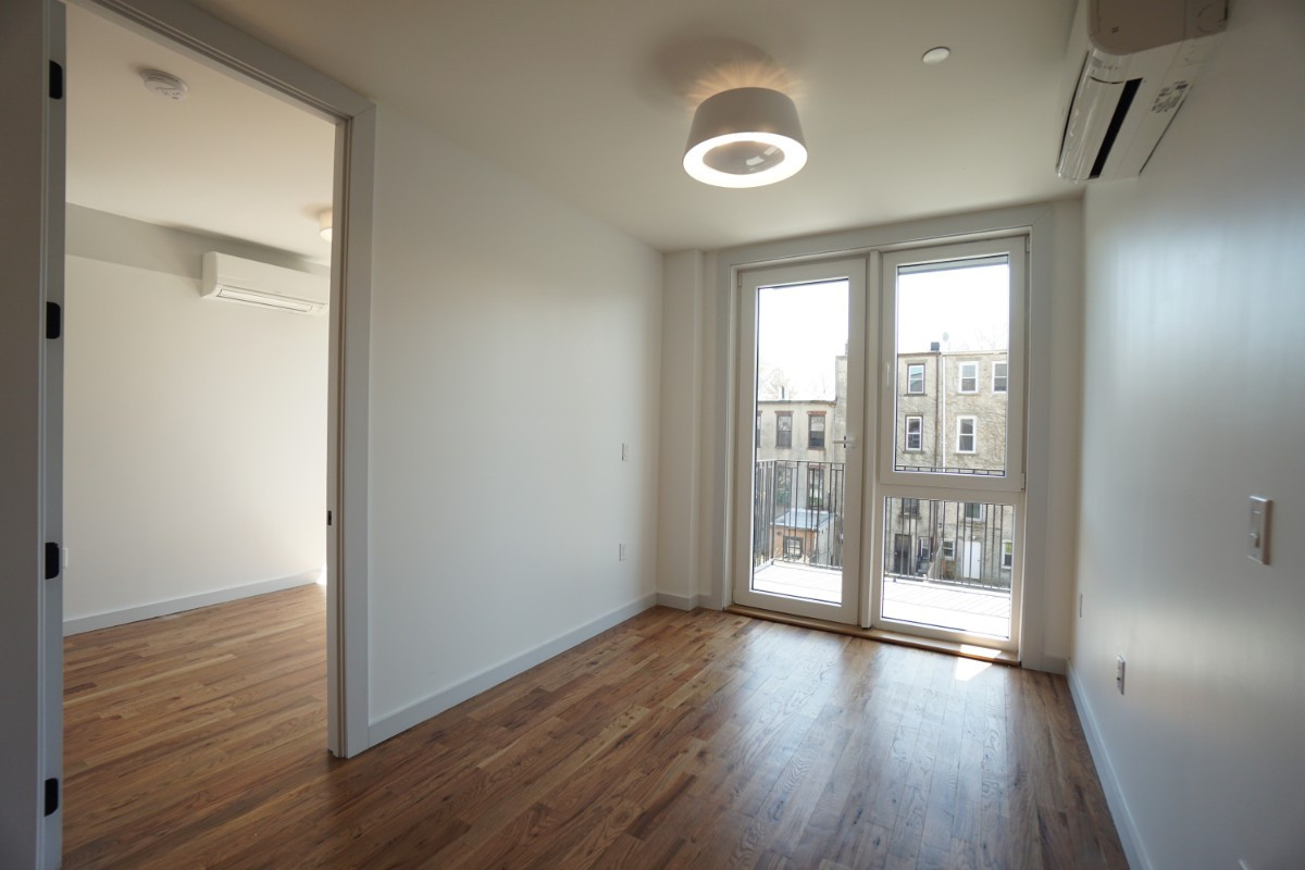 774 Lexington Avenue, Apt 3B Image 4