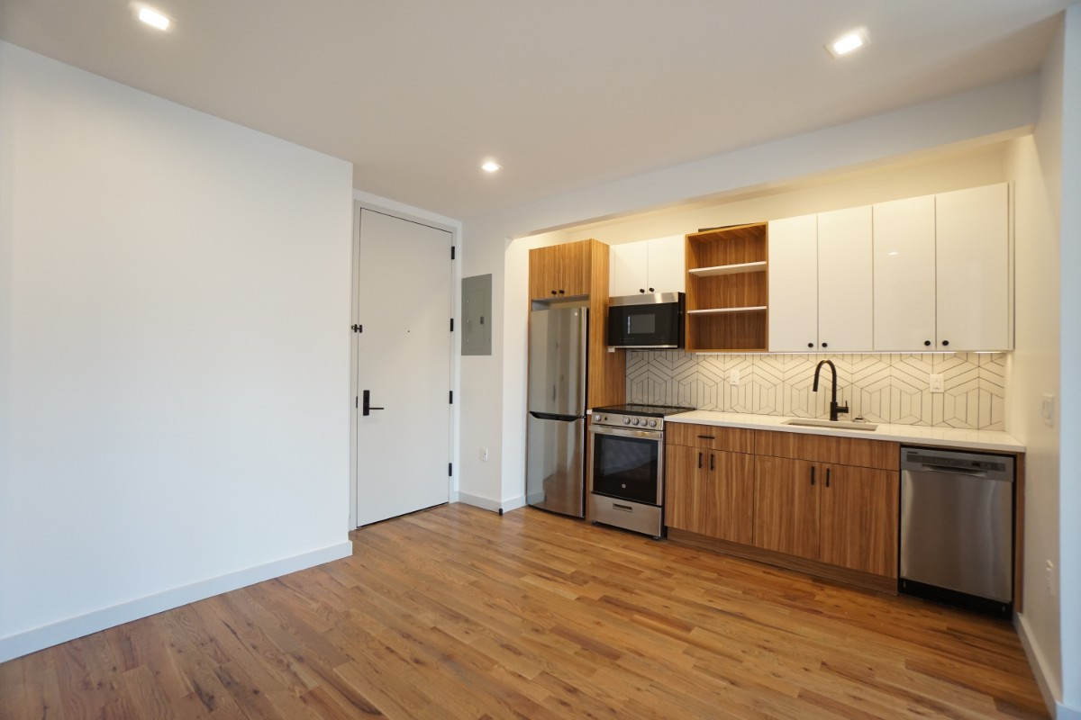 774 Lexington Avenue, Apt 3B Image 5