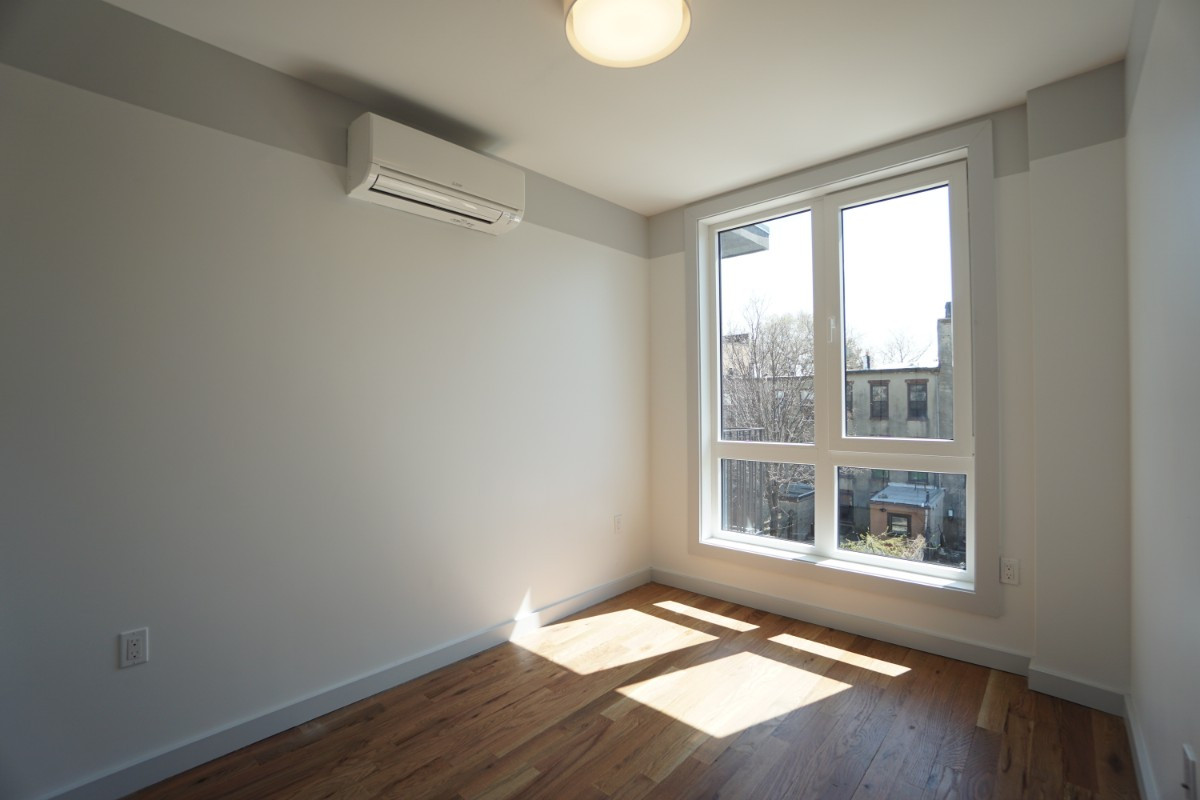 774 Lexington Avenue, Apt 3B Image 2