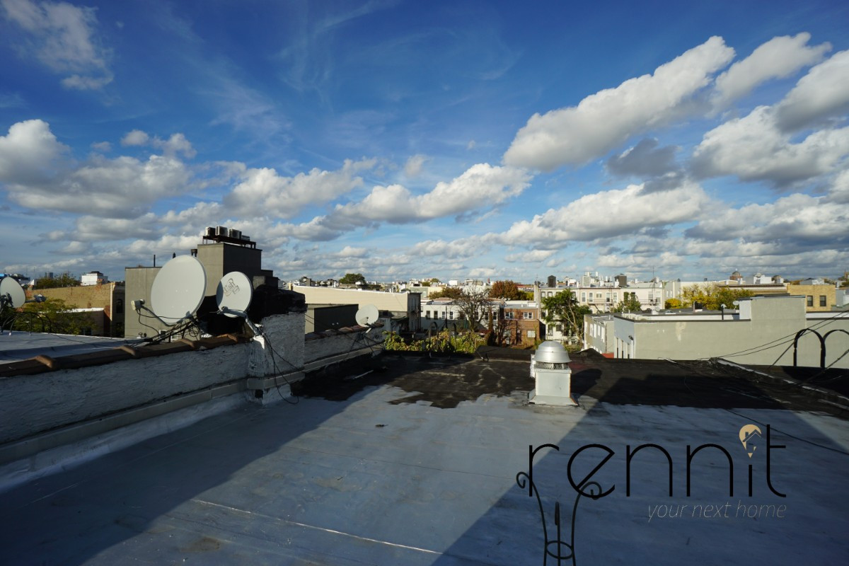 559 SENECA AVE., Apt 2R Image 14